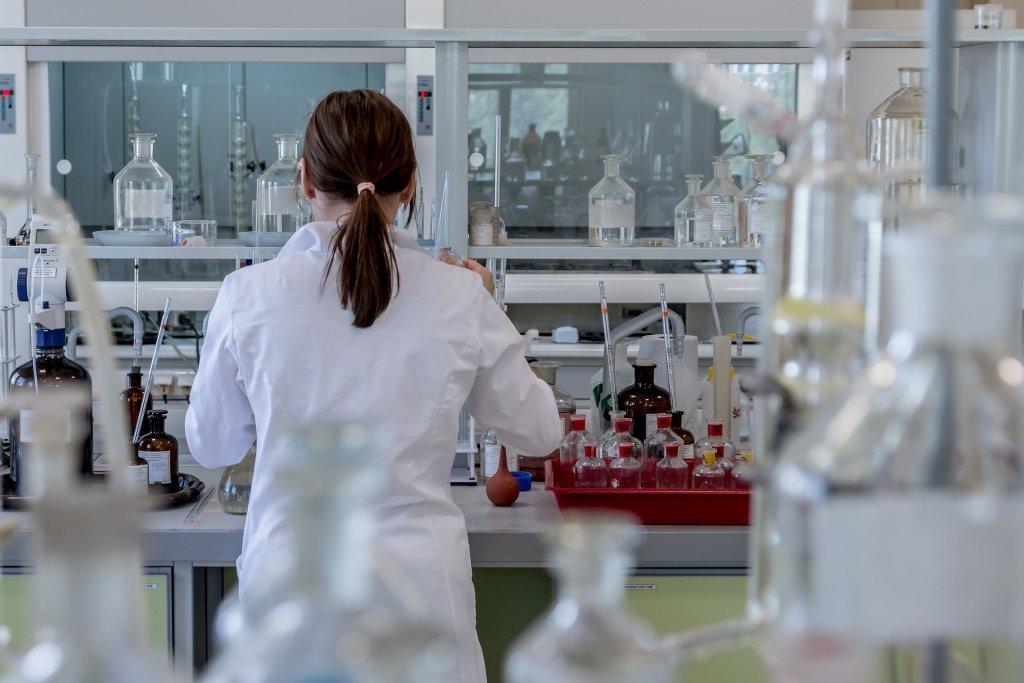 研究室 女性